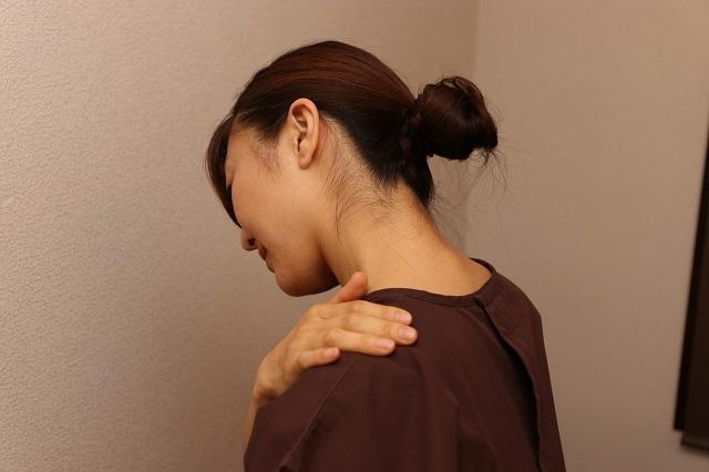 頭痛の原因となる肩こり
